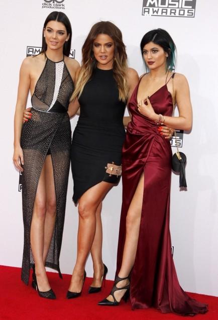 Kendall Jenner, Khloe Kardashian, Kylie Jenner, Prada handbag
