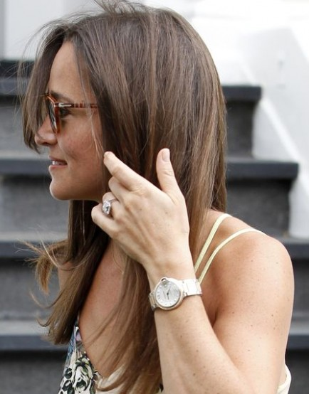 Pippa-Middleton-flashes-engagement-ring-in-floral-dress
