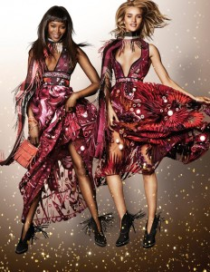 NAOMI_CAMPBELL_AND_ROSIE_HUNTINGTON_WHITELEY_IN_THE_BURBERRY_FESTIVE_CAMPAIGN